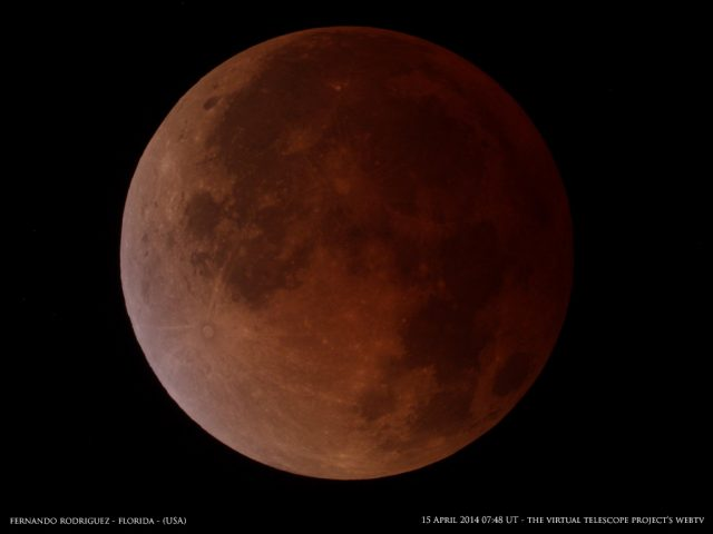 The untouchable color of the Moon at the greatest eclipse can be admired for countless minutes. Image by Fernando Rodriguez, shared live via The Virtual Telescope Project