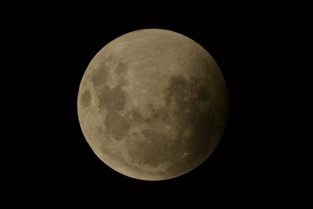 4 April 2015 lunar eclipse; the Earth's shadow starts to cross the Moon (Dean Hooper)