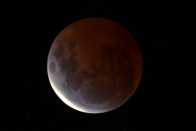 4 April 2015 lunar eclipse: maximum eclipse is almost here (Dean Hooper)