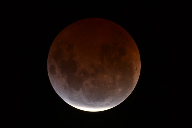 4 April 2015 lunar eclipse: the centrality has gone, slowly the shadow will leave the Moon (Dean Hooper)