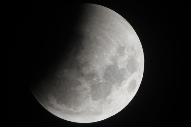4 April 2015 lunar eclipse; the Earth's shadow is always much more evident (Ron Delvaux)