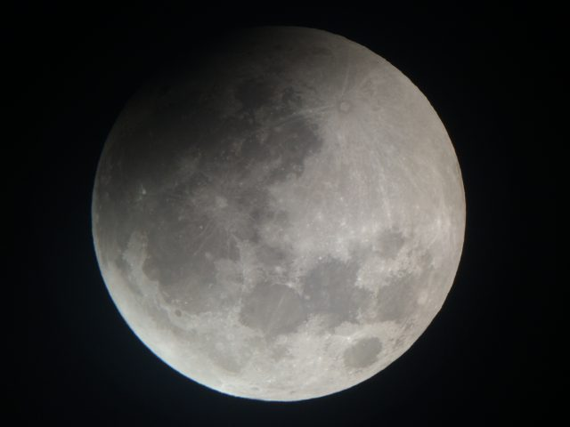 4 April 2015 lunar eclipse: the shadow is really there! (Gary Varney)