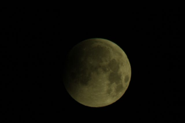 4 April 2015 lunar eclipse: minute after minute, the show amazes with its beauty (Marcy Malavasi)