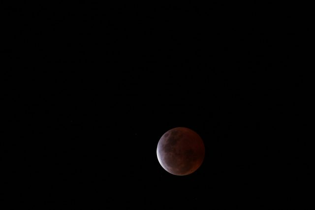 4 April 2015 lunar eclipse: the maximum eclipse arrived started (Chris Stockdale)