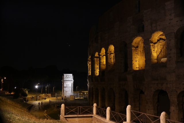 Venus and Jupiter were enjoying from above both Arco di Costantino and Colosseum: 29 June 2015