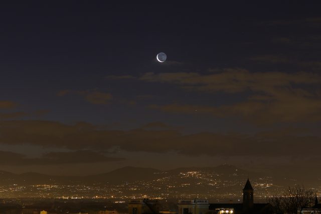 The crescent Moon, Venus and Mercury are finally showing