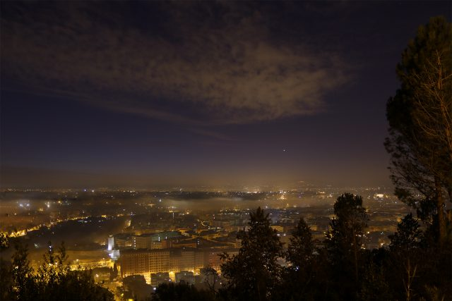 Venus and Mercury are rising, while Rome is full of fog and some clouds are dissolving in the sky - 2 Feb. 2016