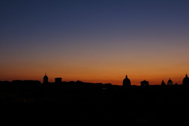Venus and Jupiter were setting with several domes on the foreground, including Saint Peter on the right - 27 Aug. 2016