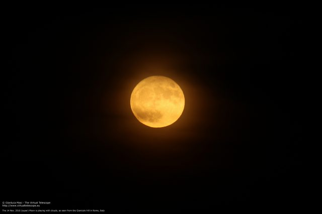 The 14 Nov. 2016 Supermoon plays with couds