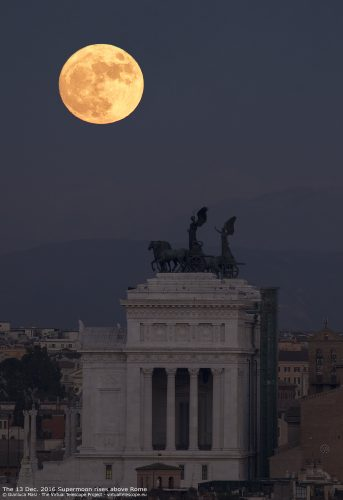 """The""""Altar of the Fatherland"""" in Rome is facing a wonderful Supermoon at its rise, on 13 Dec. 2016"""
