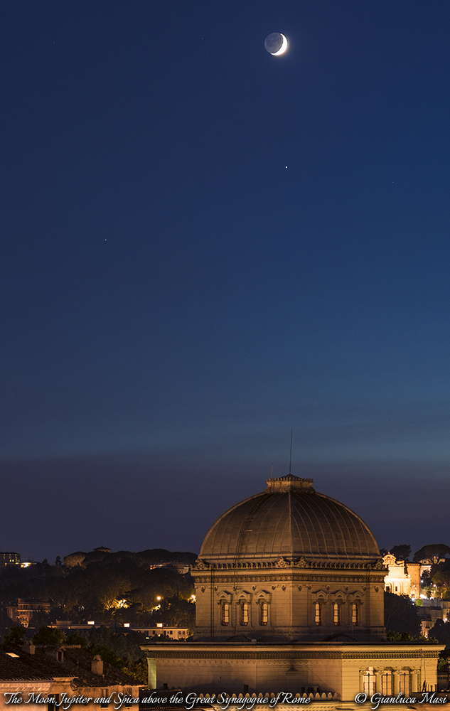 The Moon, Jupiter and Spica hang above the Great Synagogue of Rome: 25 Aug. 2017