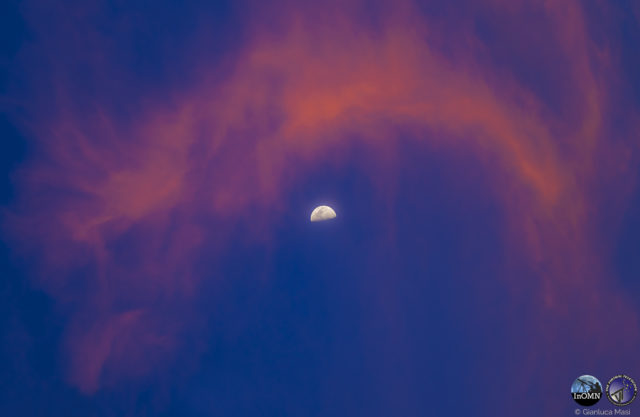 Wonderful clouds were caressing the Moon - 28 Oct. 2017