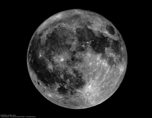 The full Moon seen through a telescope - La Luna Piena osservata al telescopio