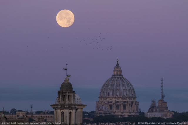 The 3 Dec. 2017 Supermoon is setting at dawn, hanging above St. Peter's Dome - La Superluna del 3 dicembre 2017 tramonta all'alba, sospesa sulla Cupola di S. Pietro.