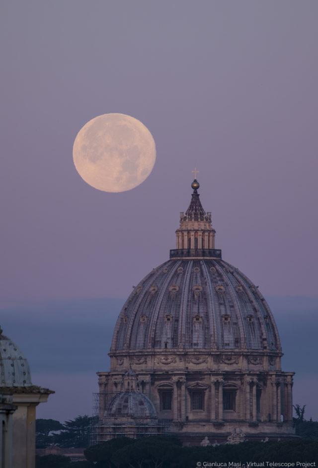 The Dec. 2017 Supermoon sets behind the St. Peter's Dome - La Superluna di dicembre 2017 tramonta dietro la Cupola di San Pietro