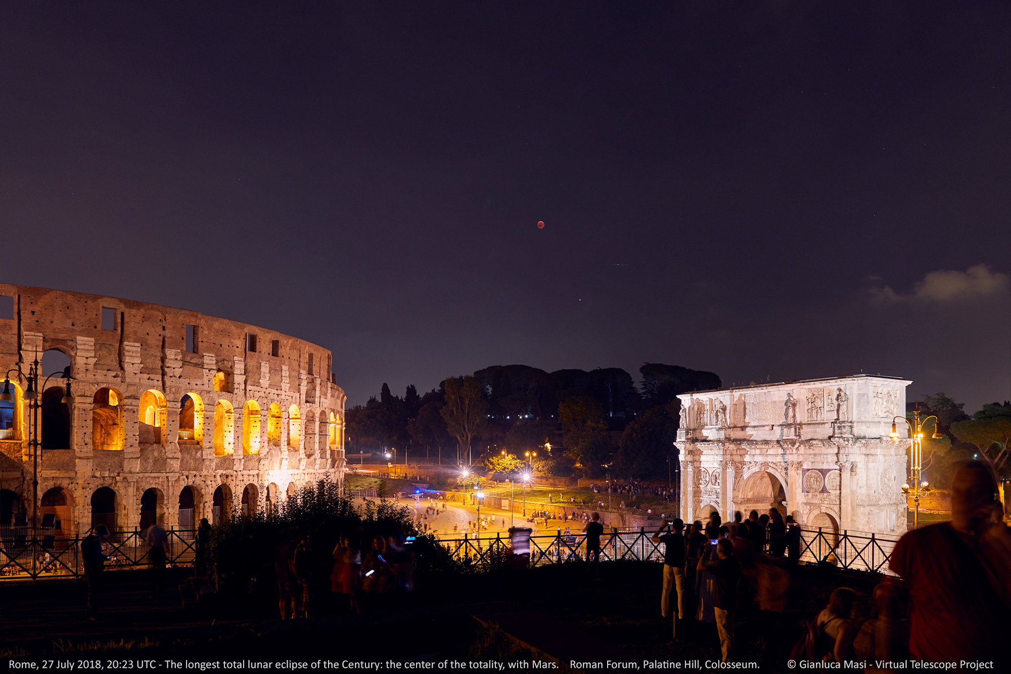 At the center of totality, the eclipsed Moon and planet Mars offered a simply unforgettable experience