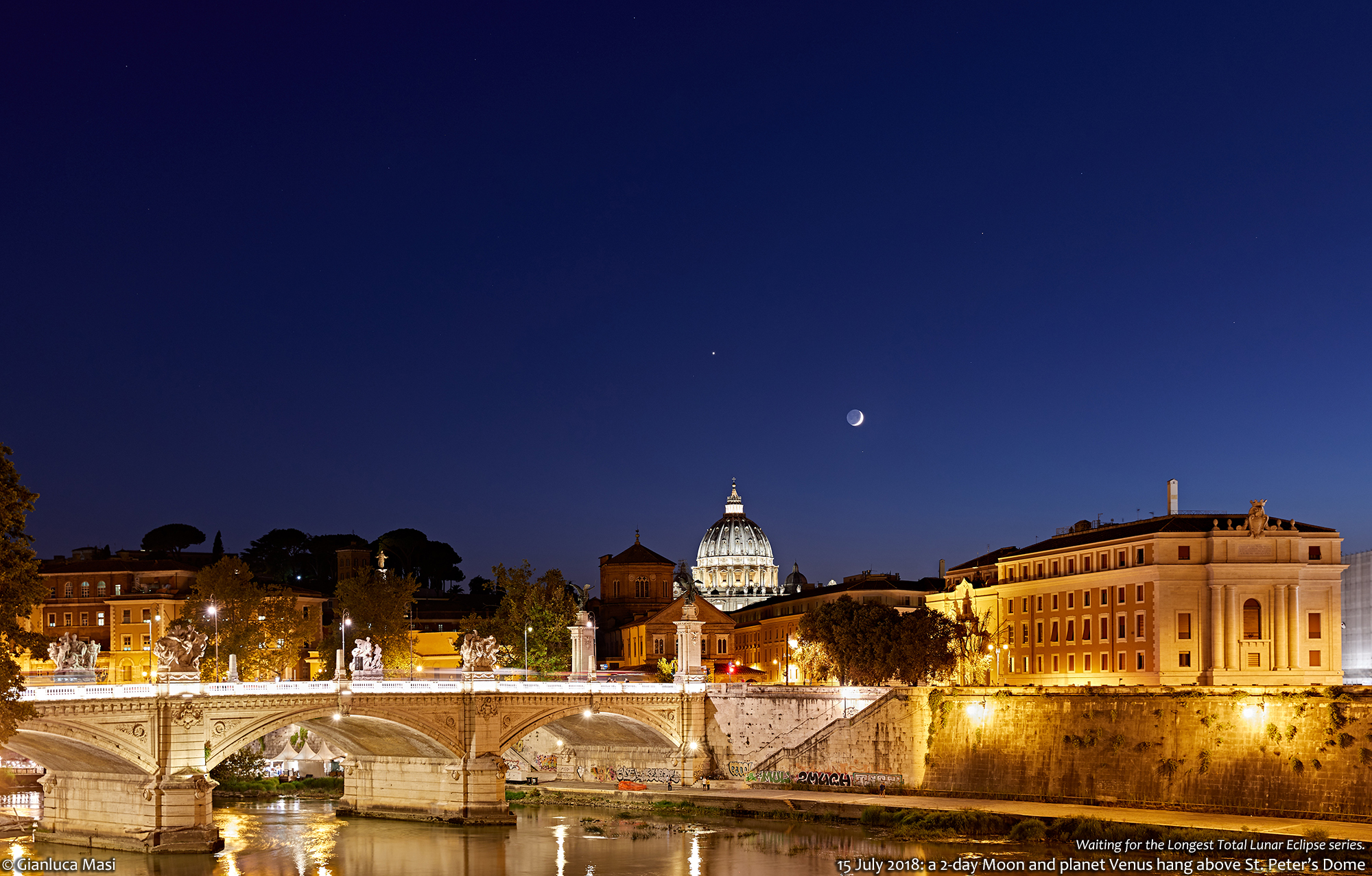 The Moon and Venus put their show above St. Peter's Dome and the Tiber river in Rome - 15 July 2018