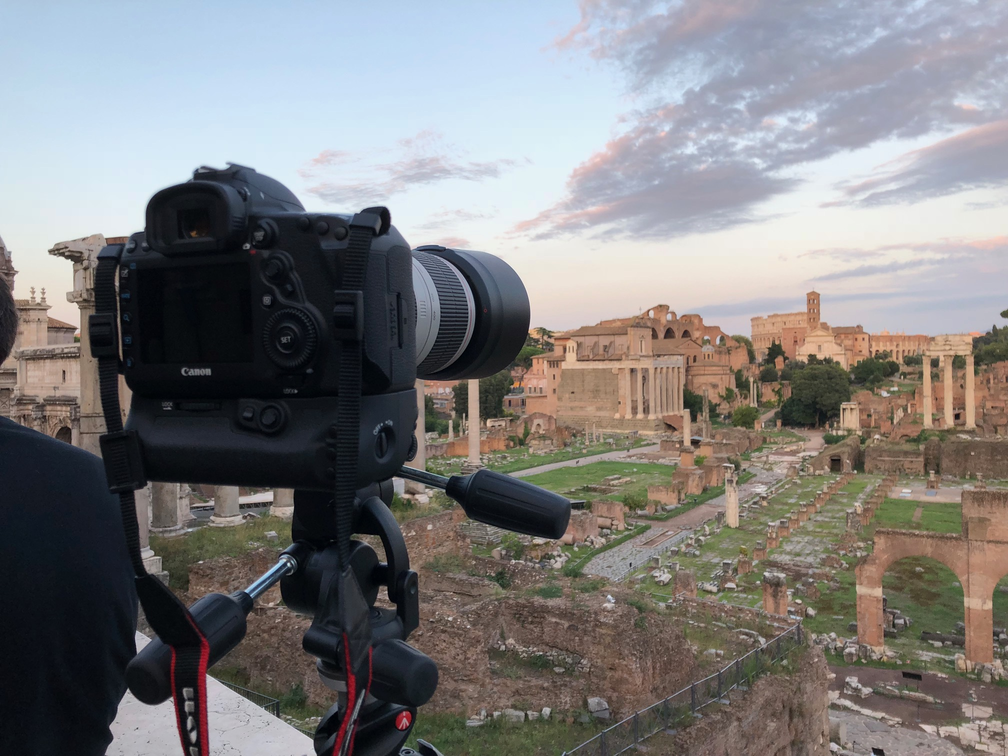 Setup ready to go! On the background, the Roman Forum and the Colosseum