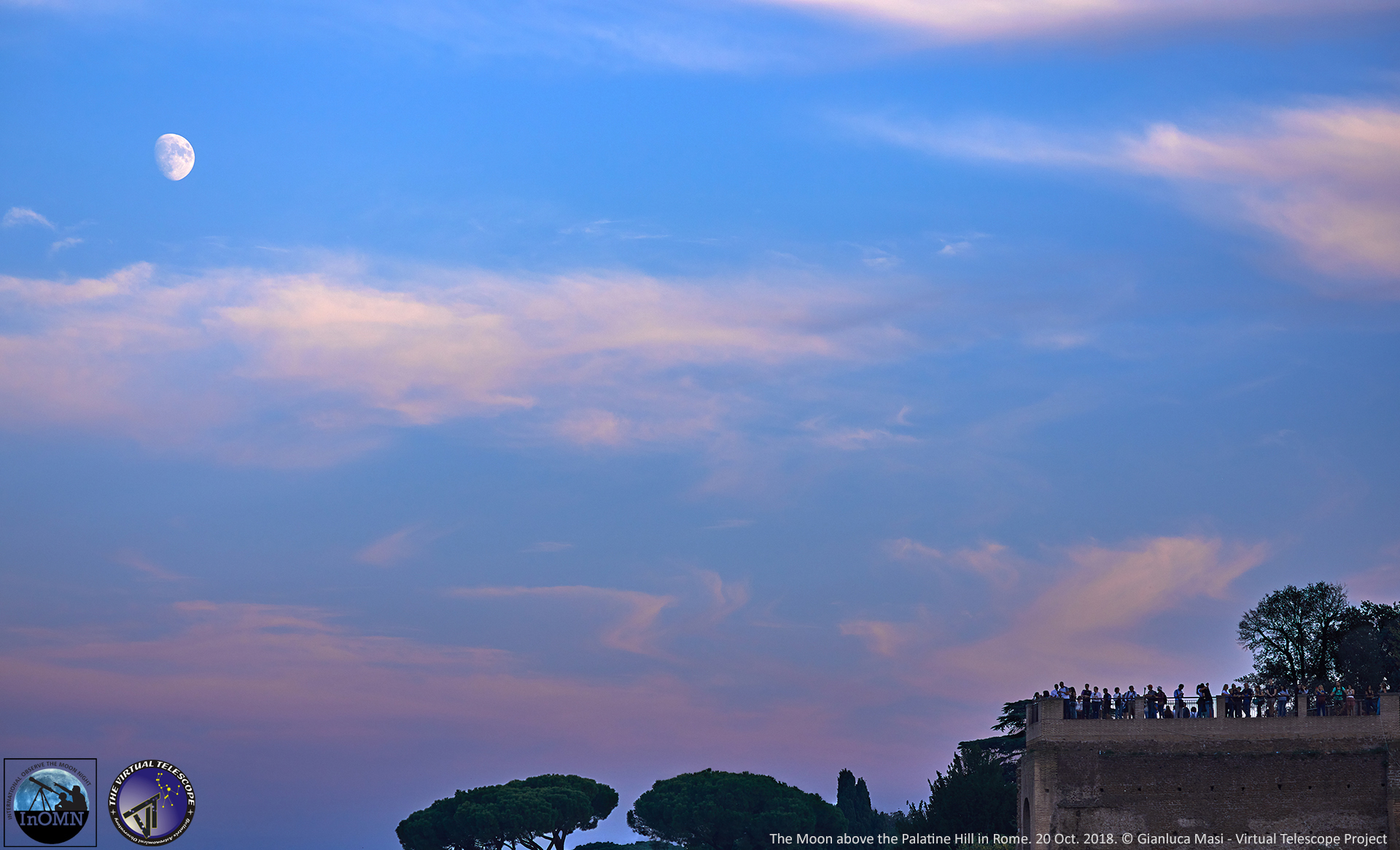 People on the Palatine Hill are enjoying the place and the Moon - 20 Oct. 2018