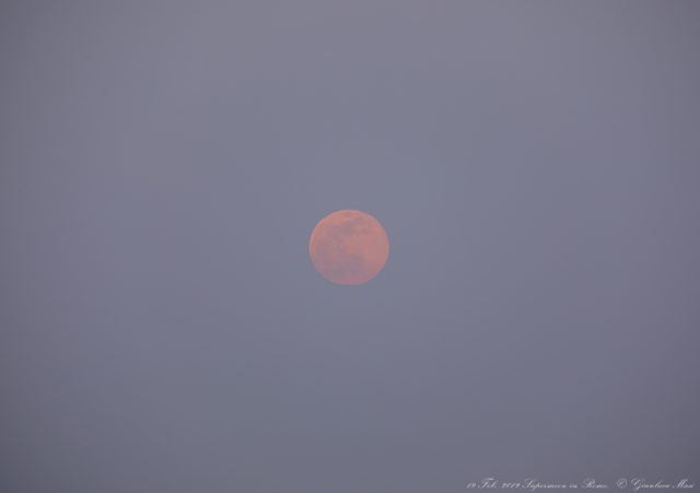 Supermoon close-up: the red hue due to our atmosphere is very evident - 19 Feb. 2019