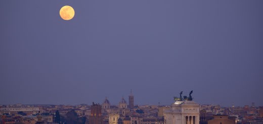 The Supermoon dominates above the legendary monuments of Rome - 19 Feb. 2019