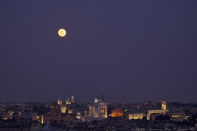 While it gets darker, the Supermoon starts to fill the sky with its light - 19 Feb. 2019
