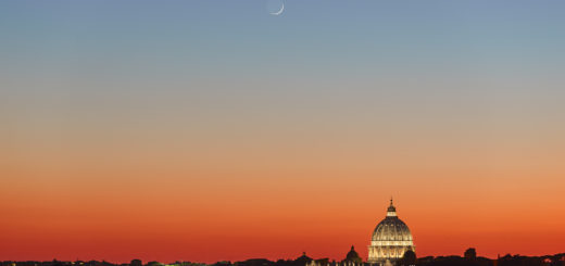Stunning colors frame the unique vision of the Moon above St. Peter's Basilica - 6 Feb. 2019