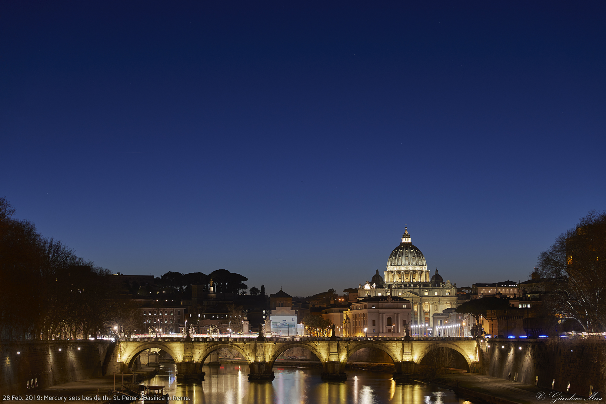 Planet Mercury slowly sets in Rome beside St. Peter's Basilica - 28 Feb. 2019