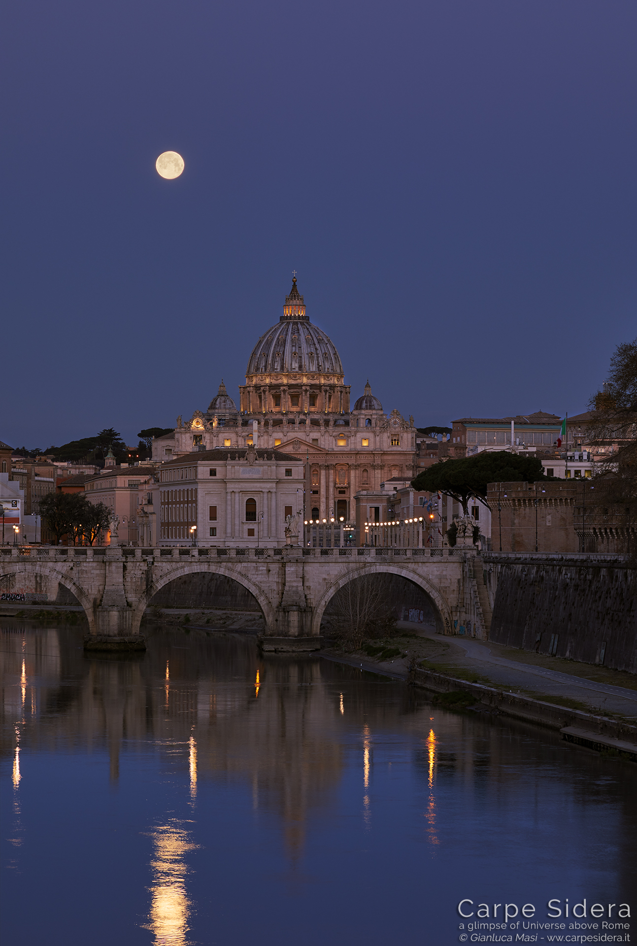 The Supermoon reflects to the Tiber while it sets at dawn - 21 Mar. 2019