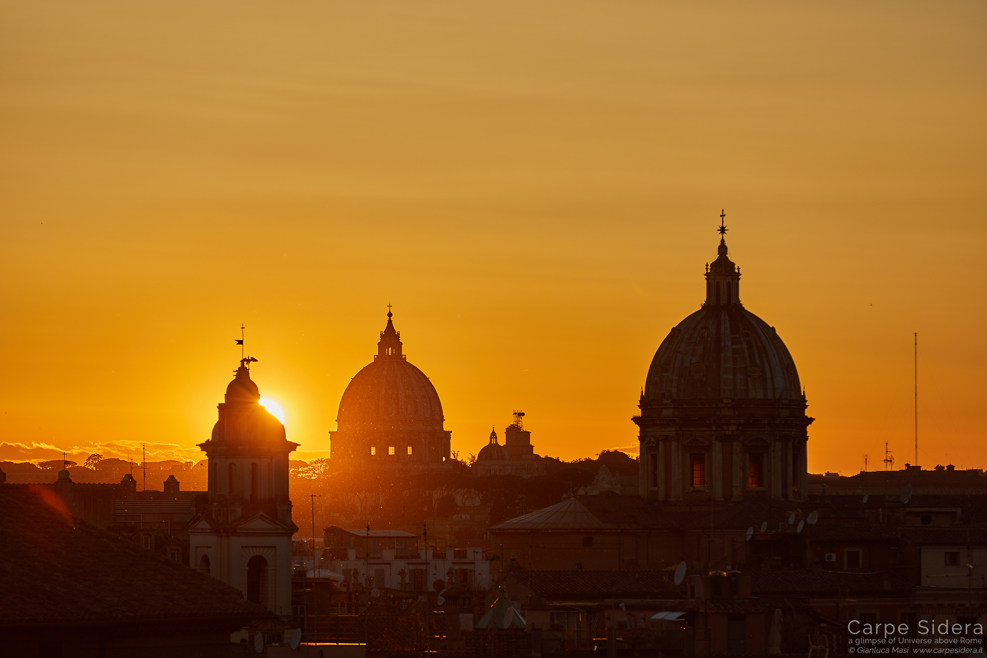 The sun says goodbye to Rome: the domes are Sant'Andrea della Valle (right) and St. Peter (close to center)