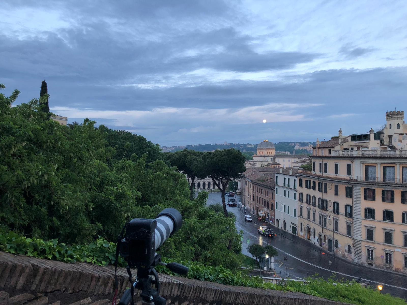 Ready to image, while the Moon is visible trough clouds