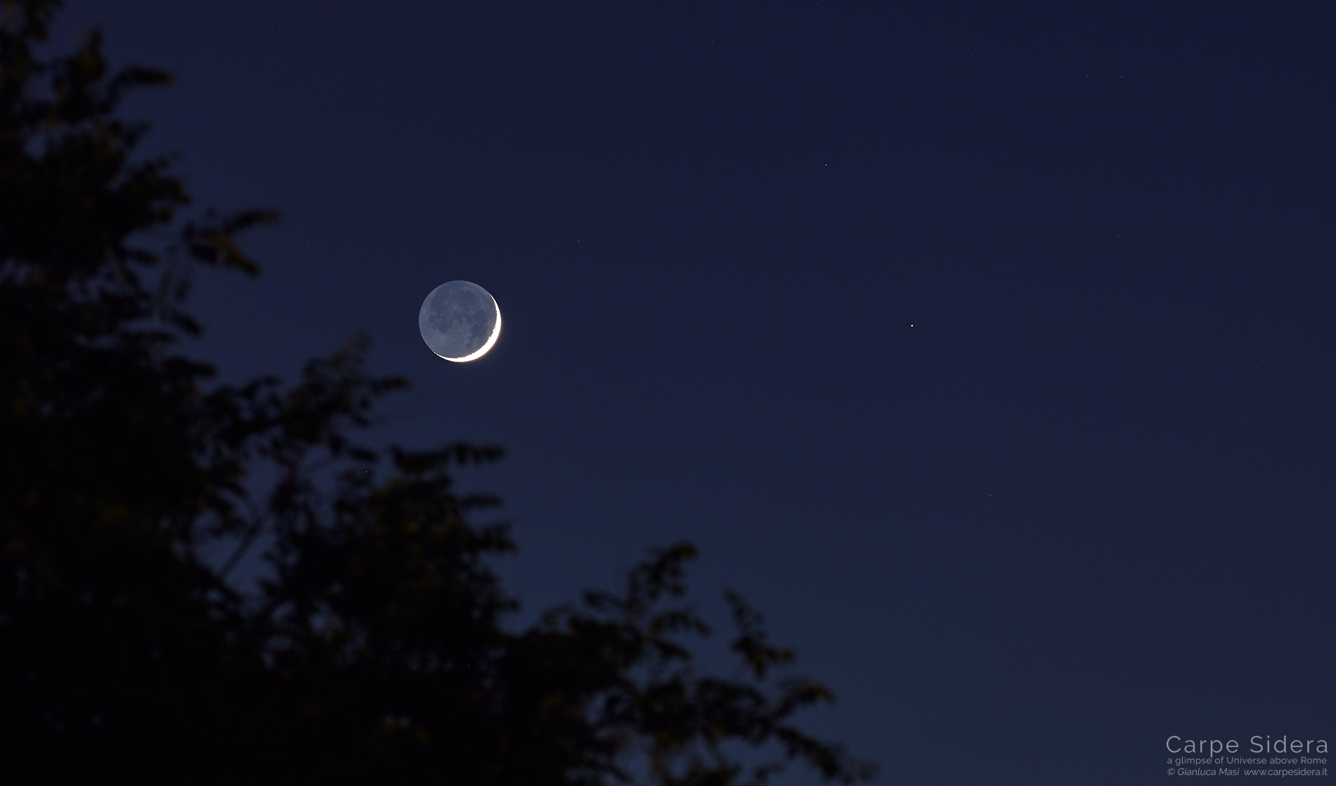A sharp Moon crescent and Mars (on the right) - 5 June 2019