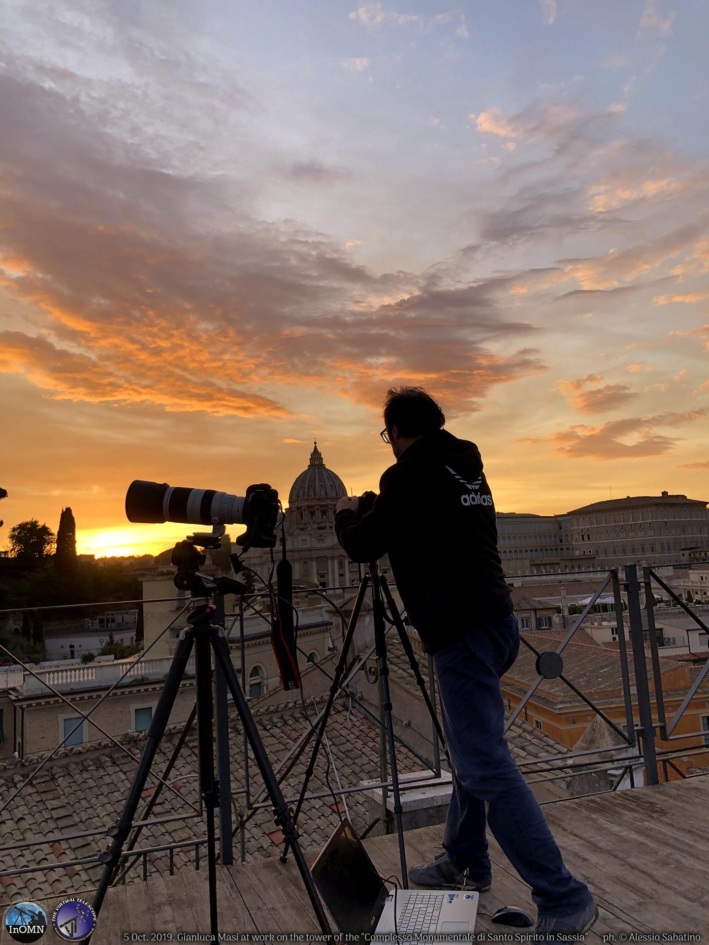 Gianluca Masi is setting up his cameras. Ph. Alessio Sabatino