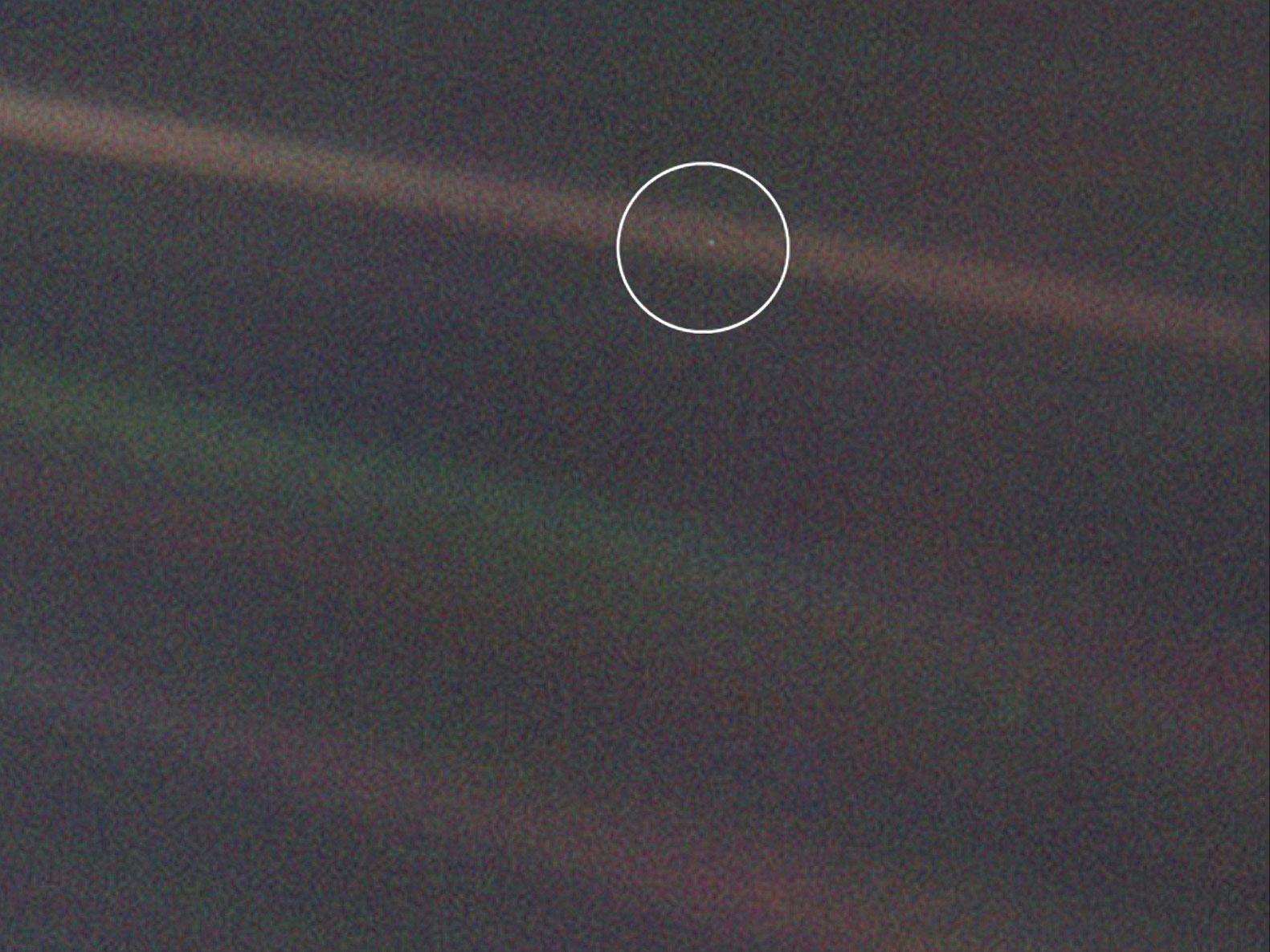 Pale Blue Dot: il pallido punto blu, nell'immagine ottenuta dal Voyager 1.