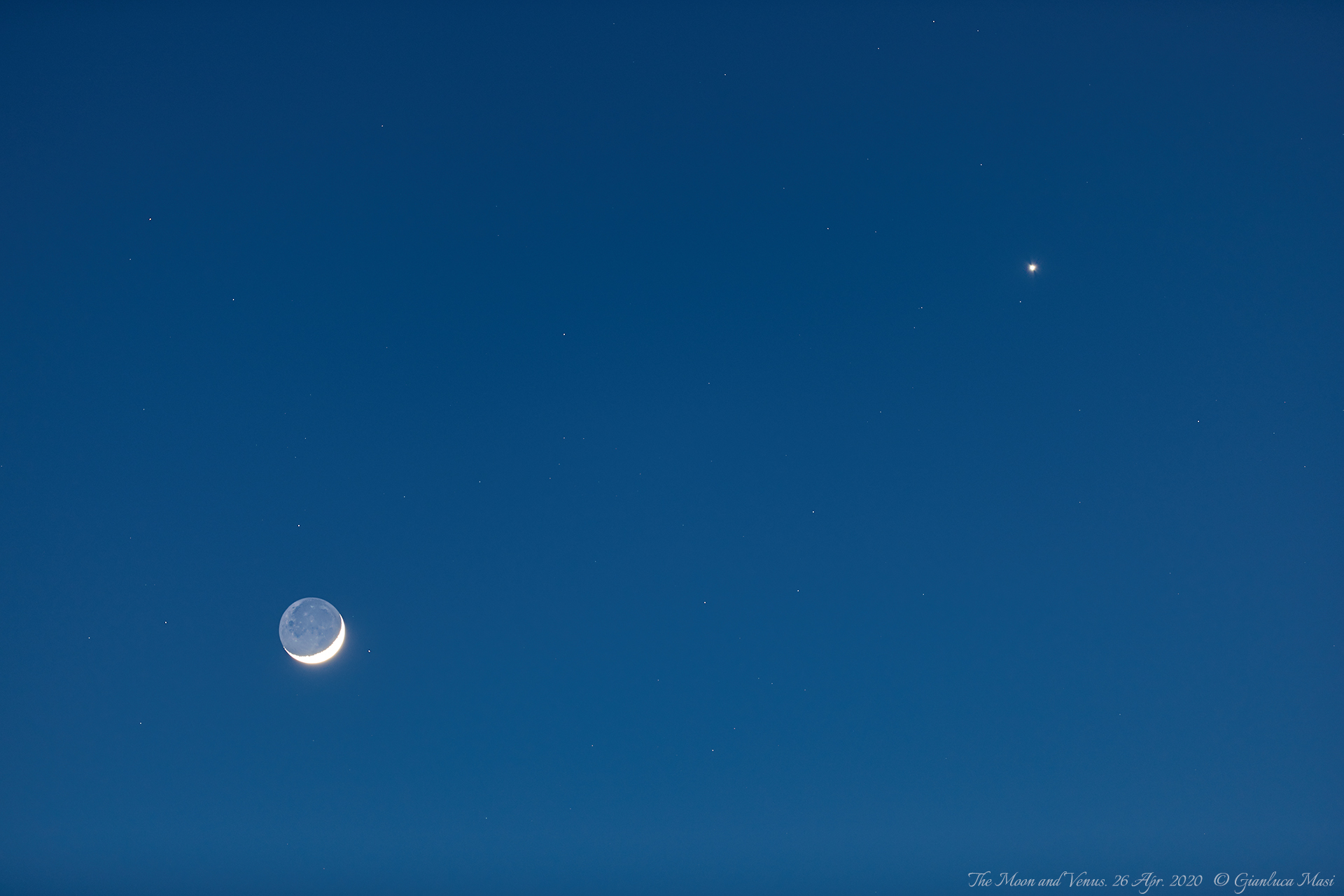 The Moon and planet Venus. 26 Apr. 2020