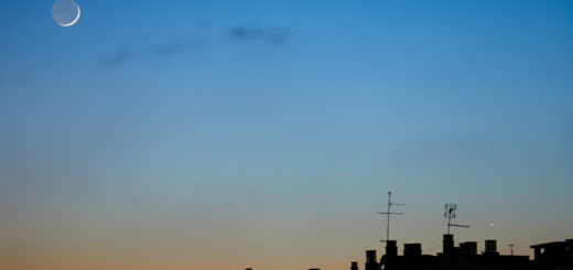 The Moon, Venus (bottom right), Mercury (just right of the Moon) and the star Elnath (upper right corner). - 24 May 2020