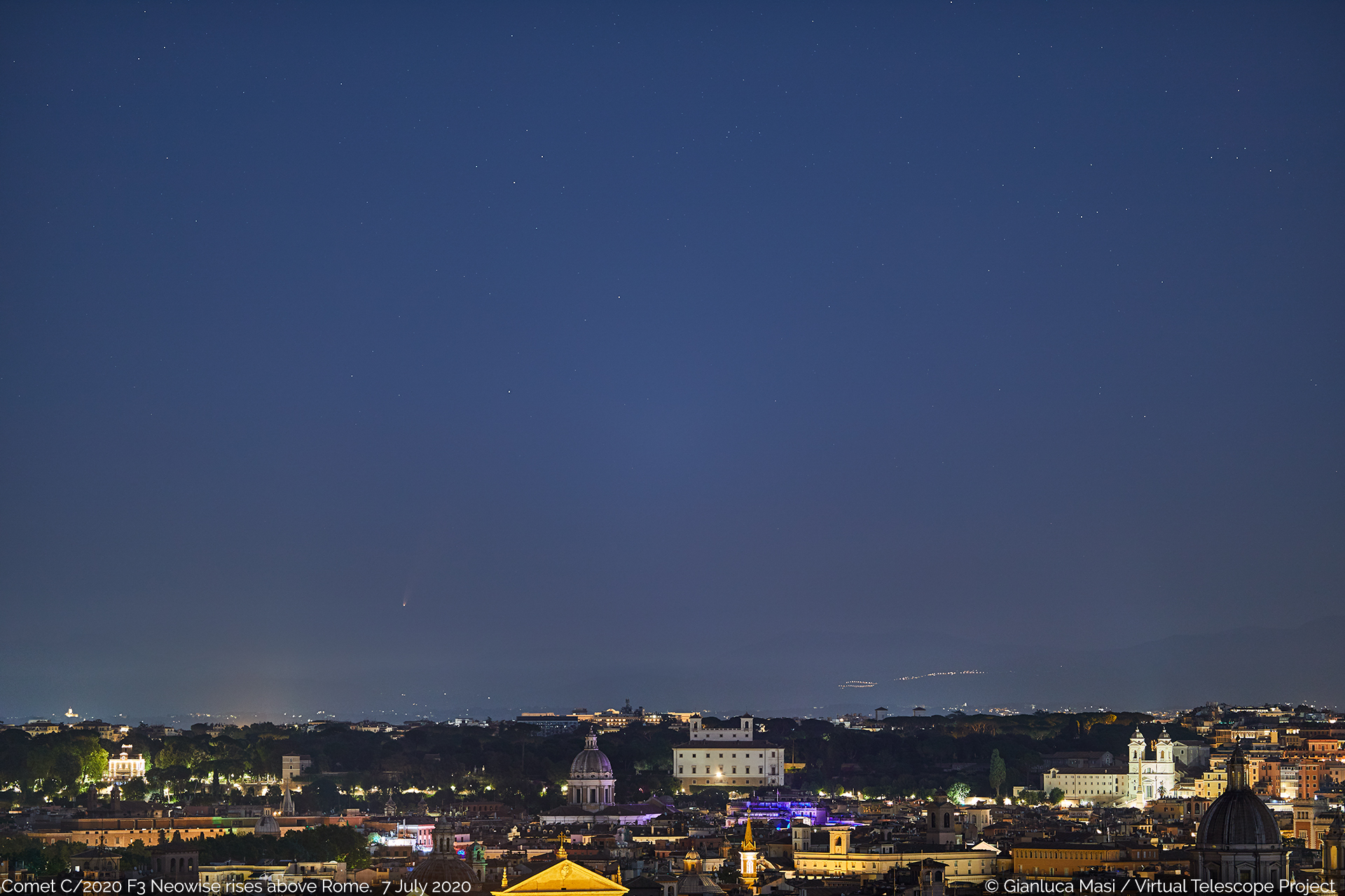 Comet C/2020 F3 Neowise rises above Rome - 7 July 2020.