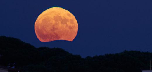 The Halloween Blue Moon 2020 showing a beautiful green flash.