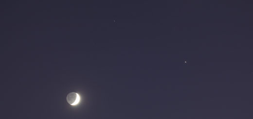 The Moon, Jupiter and Saturn. 19 Nov. 2020.